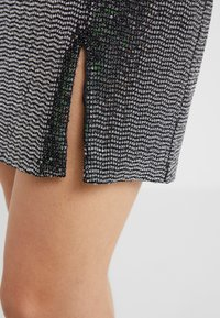 STUDIO ID - GRETA SKIRT - Blyantnederdel / pencil skirts - silver sequin - 4