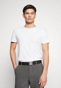 Calvin Klein Jeans - UNIFORM PLAQUE - Bælter - black - 1