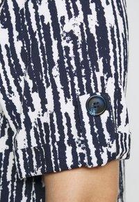 Evans - TURN BACK TOP - Print T-shirt - navy - 5