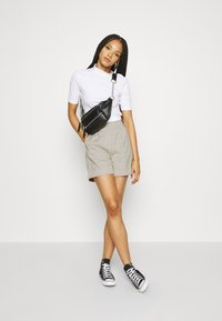4th & Reckless - REMI  - Shorts - light grey - 1