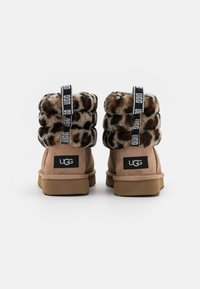 UGG - FLUFF MINI QUILTED LEOPARD - Classic ankle boots - amphora - 3
