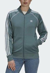 adidas Originals - PRIMEBLUE - Training jacket - green - 3