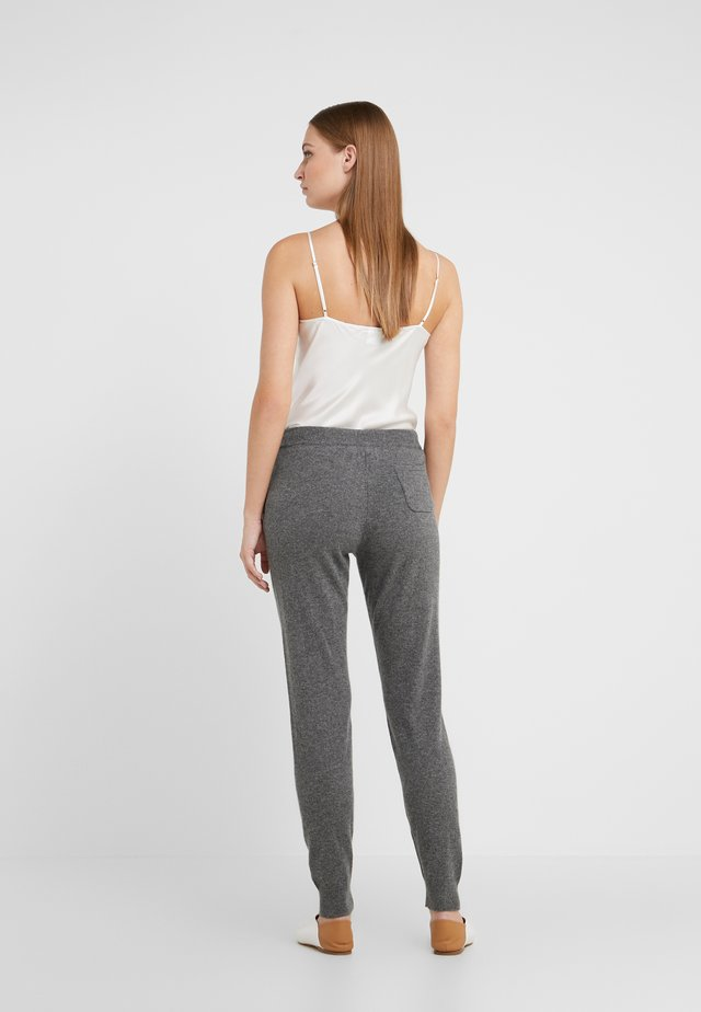 ESSENTIALS TRACK PANT - Verryttelyhousut - grey