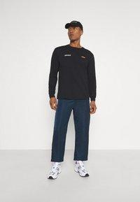 Mennace - MENNACE FLOWER BUNCH  - Långärmad tröja - black - 1