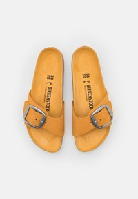 Birkenstock - MADRID BIG BUCKLE - Sandalias planas - apricot - 5