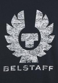 Belstaff - COTELAND - Print T-shirt - dark ink/off white - 4