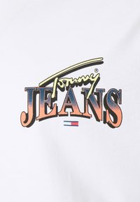 Tommy Jeans Plus - DIAMOND BACK LOGO TEE - Triko s potiskem - white - 4