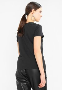 Levi's® - PERFECT TEE - T-shirt - bas - black - 2