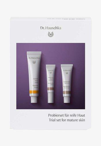 PROBIERSET FÜR REIFE HAUT - Skincare set - -