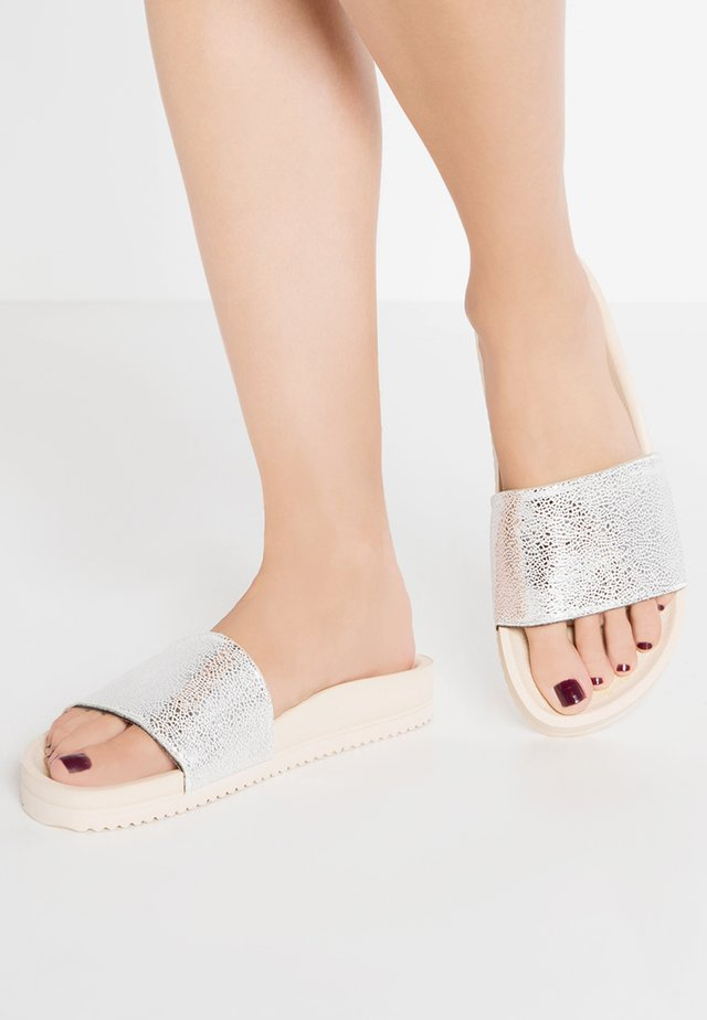 POOL METALLIC CRACKED - Mules - silver