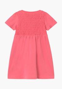 Blue Seven - SMALL GIRLS FLOWER - Žerzejové šaty - rot - 1
