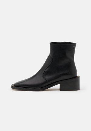 TRONCHETTO SUOLA MAXI - Kotníkové boty - black