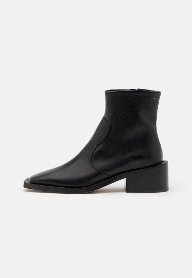 TRONCHETTO SUOLA MAXI - Bottines - black