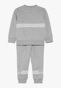 adidas Originals - OUTLINE CREWNECK SET - Trainingspak - grey - 1