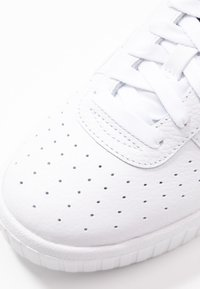 Puma - CALI WEDGE  - Joggesko - white