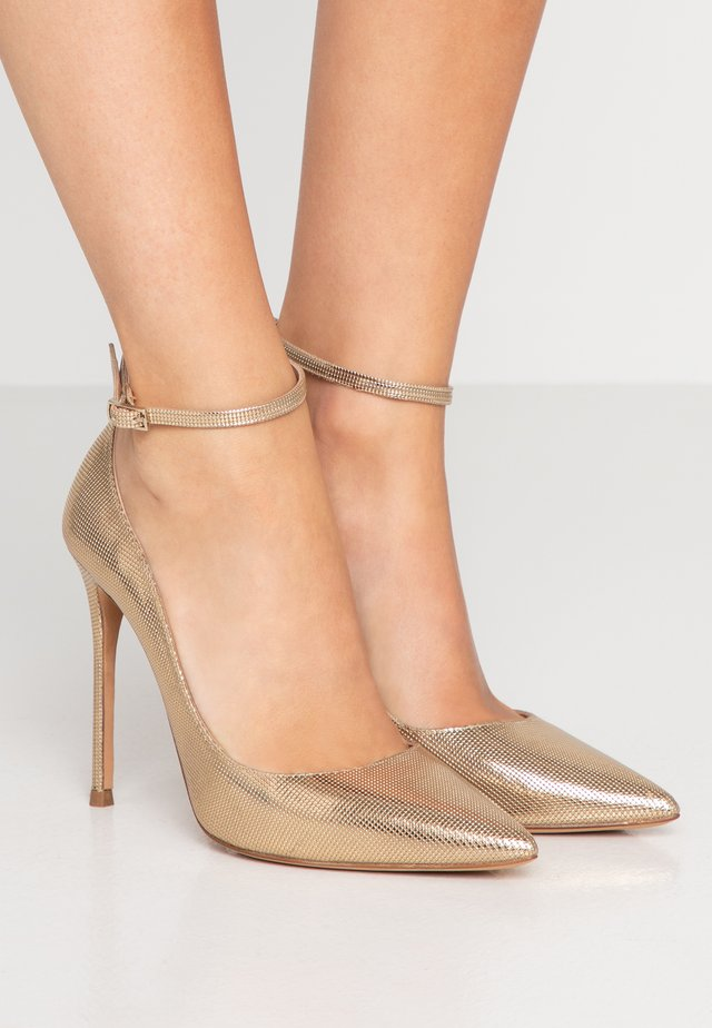High heels - gold
