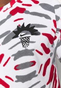 Nike Performance - FEST TEE - T-shirts print - white/black/gym red - 5