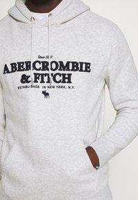 Abercrombie & Fitch - LOGOCON APPLIQUE - Hoodie - grey heather - 4