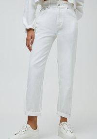 PULL&BEAR - Straight leg jeans - white - 0