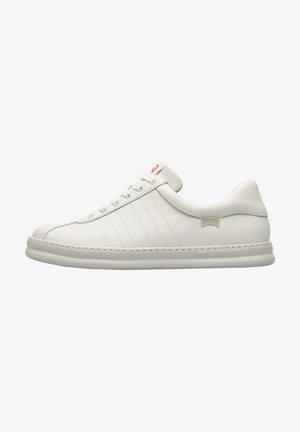 RUNNER FOUR - Sneakersy niskie - weiß