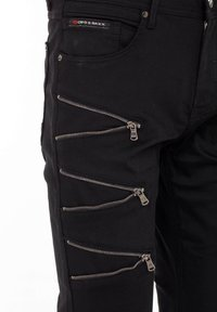 Cipo & Baxx - CASUAL SUMMER MIT REISSVERSCHLUSS - Slim fit jeans - black - 2