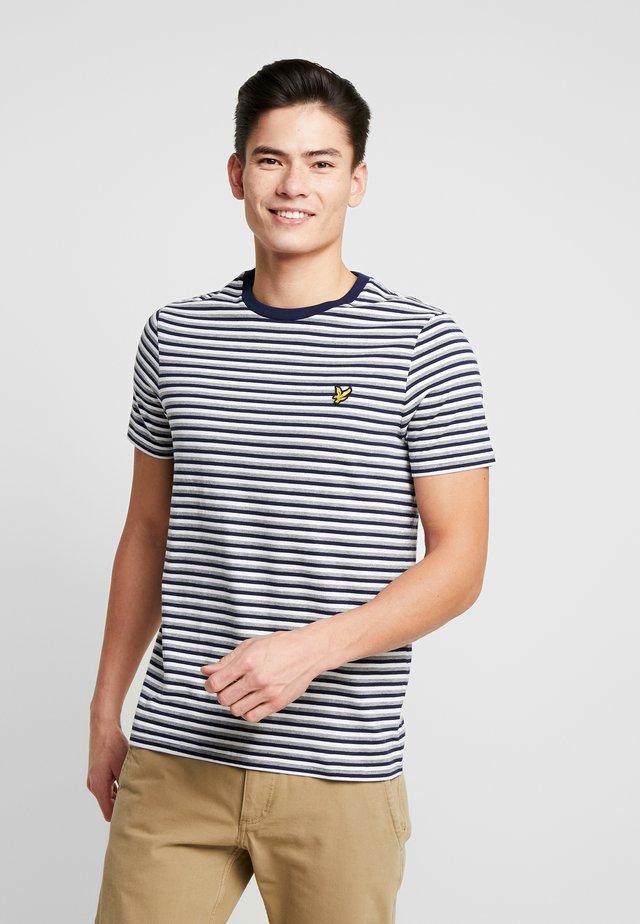 STRIPE - T-shirt z nadrukiem - navy