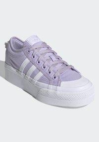 adidas Originals - NIZZA PLATFORM - Zapatillas - blipur/ftwwht/ftwwht - 2