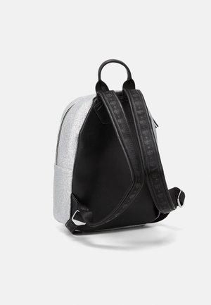 SMALL FLIRTING GLITTER BACKPACK - Plecak - silver
