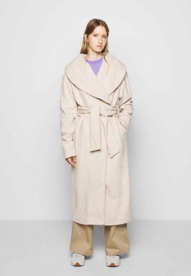 MILA COFLE - Zimní kabát - nude melange