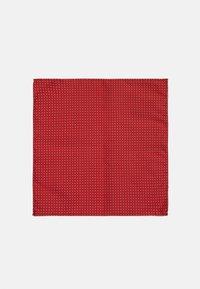 Selected Homme - SLHLANDON BOWTIE GIFTBOX SET - Fazzoletti da taschino - bright red - 5