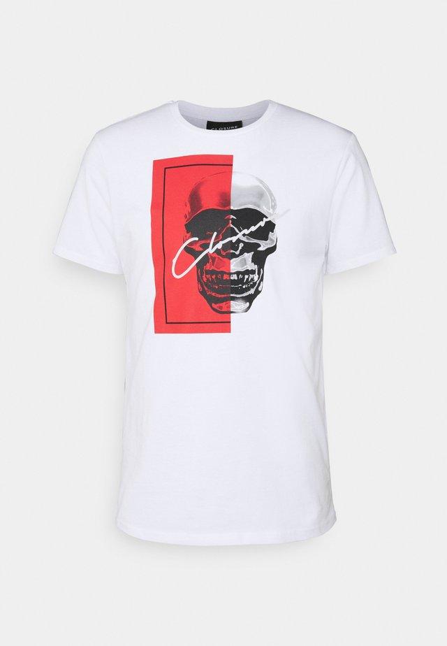 SPLIT SKULL TEE - T-shirt imprimé - white