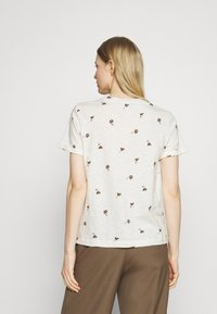 Marks & Spencer London - AUTH POCK TEE - Triko s potiskem - off-white - 2