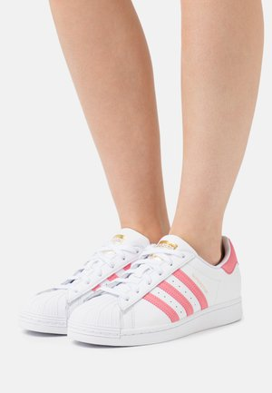 SUPERSTAR  - Zapatillas - footwearwhite/blue oxi/gold metallic