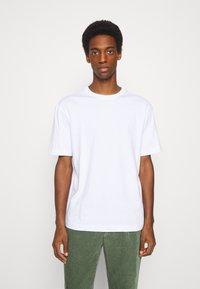 Selected Homme - SLHLOOSEGILMAN O NECK TEE - Basic T-shirt - bright white - 0