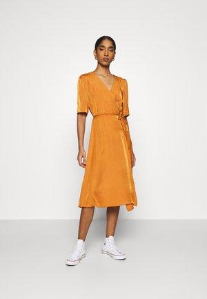 VIPALLI DRESS - Korte jurk - adobe