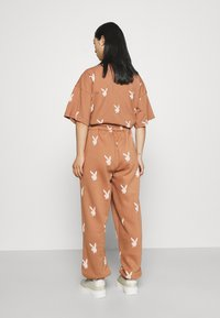 Missguided Petite - PLAYBOY JOGGERS - Tracksuit bottoms - brown - 2