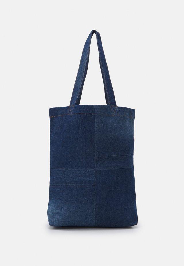 LEVI'S® X PORTO ALEGRE CONTRAST TOTE BAG - Shopping bag - denim combo