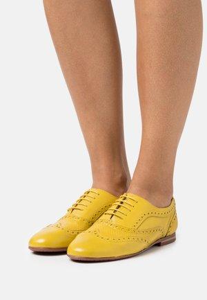 SONIA 1 - Oksfordki - yellow/honey