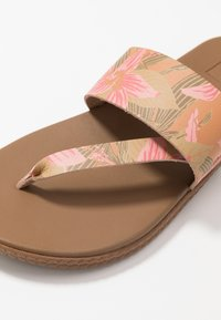 Reef - CUSHION BOUNCE SOL  - Sandály s odděleným palcem - light pink - 6