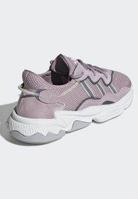 adidas Originals - OZWEEGO SHOES - Trainers - purple - 4