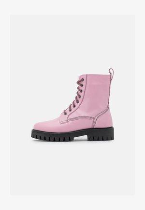 BILLIE - Šněrovací kotníkové boty - feeling pink