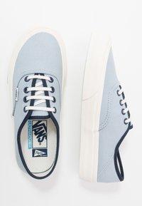 Vans - AUTHENTIC - Sneakersy niskie - celestial blue/marshmallow - 1