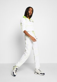 Ellesse - FESTA X SMILEY - Vindjakke - white - 1