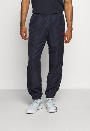 CARSON PANTS - Teplákové kalhoty - navy/red