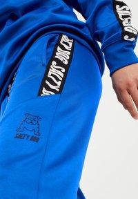 WE Fashion - SALTY DOG - Tracksuit bottoms - cobalt blue - 2