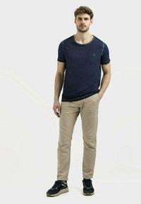 camel active - KURZARM  - Basic T-shirt - dark blue - 1