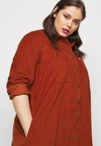 Lee Plus - WORKSHIRT DRESS - Shirt dress - red ochre - 4