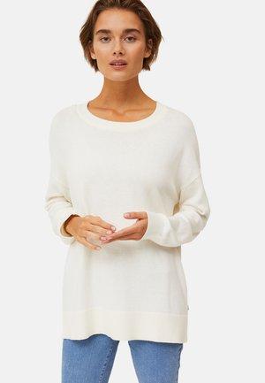 Stickad tröja - offwhite melange
