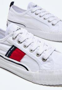 Pepe Jeans - OTTIS - Trainers - blanco - 4