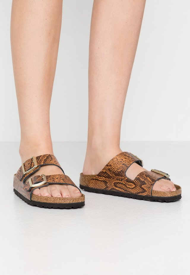 ARIZONA - Pantofle - brown